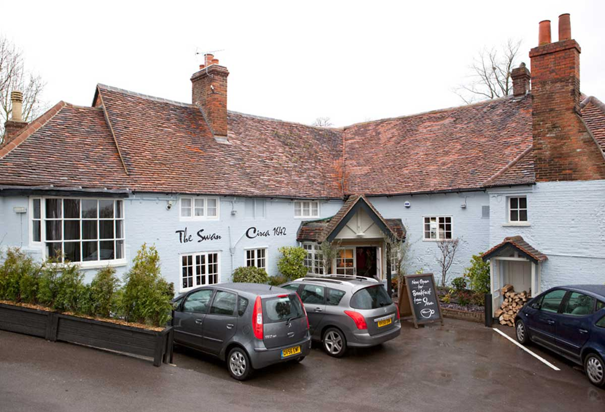 swan pub gastro pangbourne RG8 refurbish 22/02/12 220212001 greene king